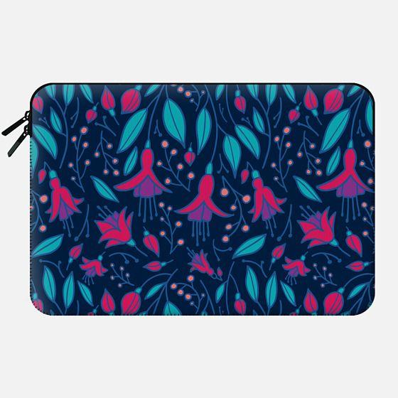 Fuchsia Fantasy sleeve - Macbook Sleeve