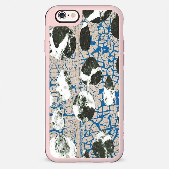 Blue cracked pebbles